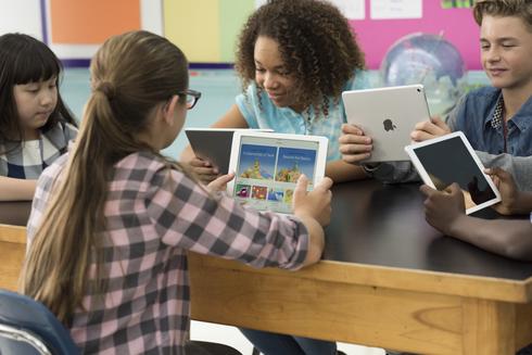 160828 Macbook-iPad-LA-Classroom ToddCole