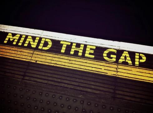 London Underground platform that says mind the gap
